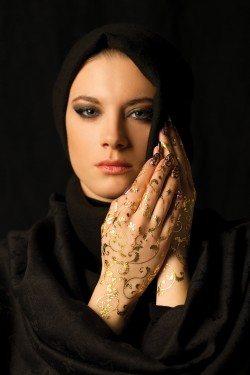 Artistic Henna Designs in Dubai by Vandana Makar