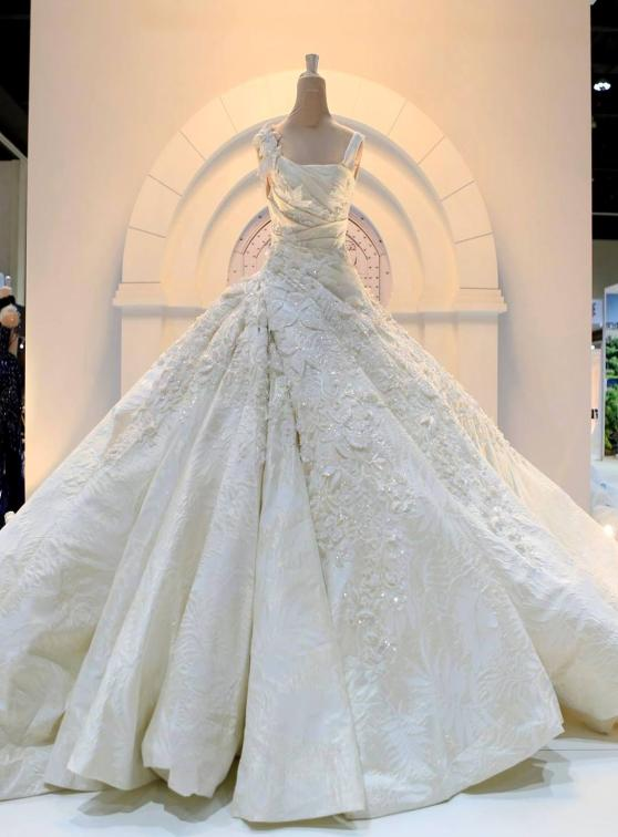 Winter Wedding Gowns And Dresses By Jacy Kay